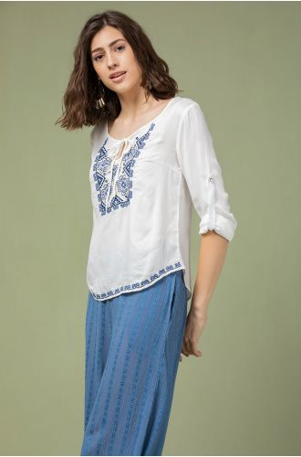White Daisy Embroidered Top