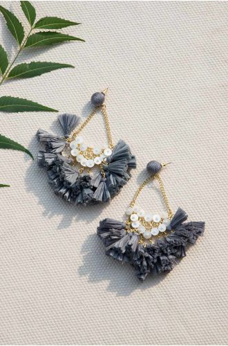 Good Frill Hunting Earrings